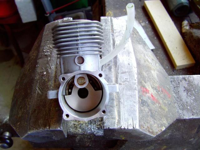 Démontage d'un moteur OS 70 surpass et d'un  OS Ax 46 pour révision et changement de roulements.  Imag0018