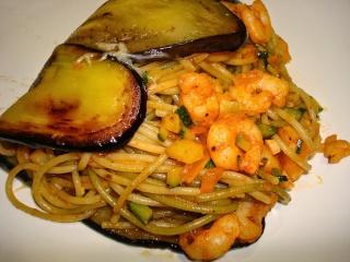 Espaguetis con berenjenas y gambas Espagu14