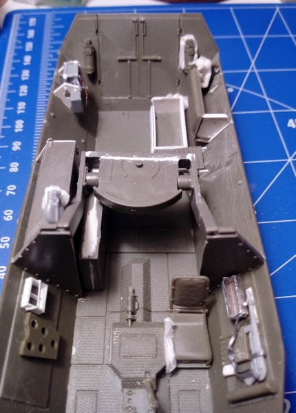"Sd.Kfz. 251/22 Ausf.D ""Pakwagen Early"" (11èmePz.Div.) AFV Club 1/35 - Page 3 Img_2166"