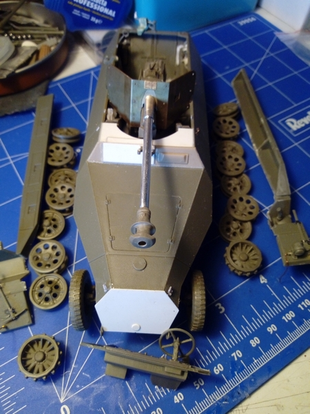 "Sd.Kfz. 251/22 Ausf.D ""Pakwagen Early"" (11èmePz.Div.) AFV Club 1/35 - Page 3 Img_2171"