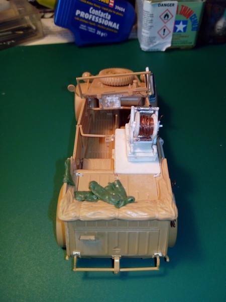 Kubelwagen Kfz.2 Na. Fernsprechwagen-1/35e-Tamiya Img_2178