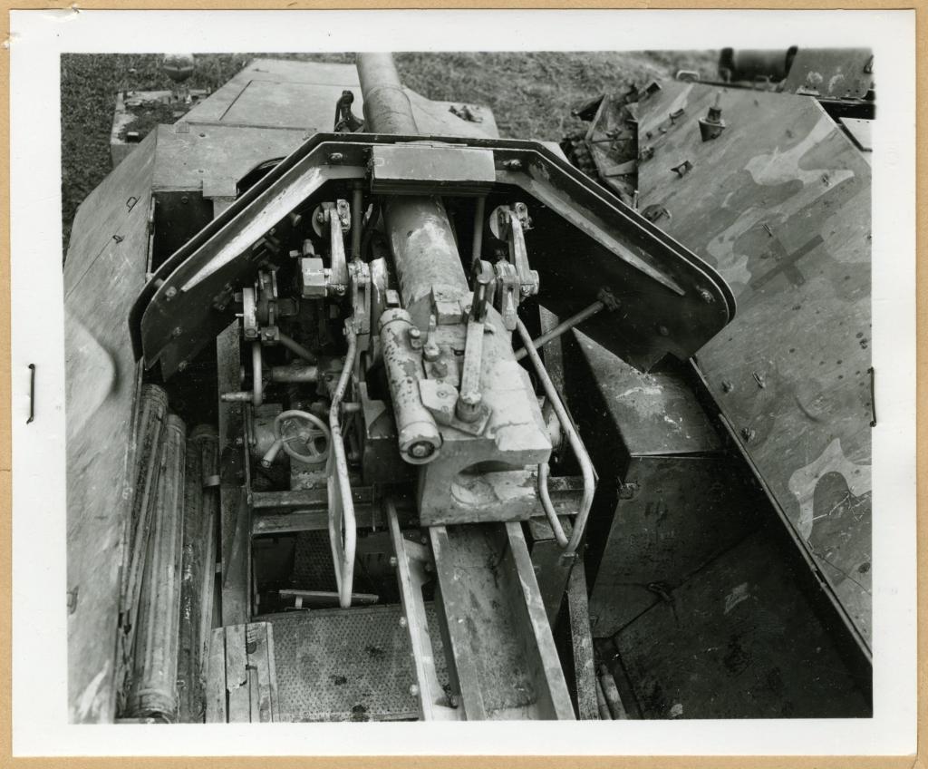 "Sd.Kfz. 251/22 Ausf.D ""Pakwagen Early"" (11èmePz.Div.) AFV Club 1/35 Wh-18113"