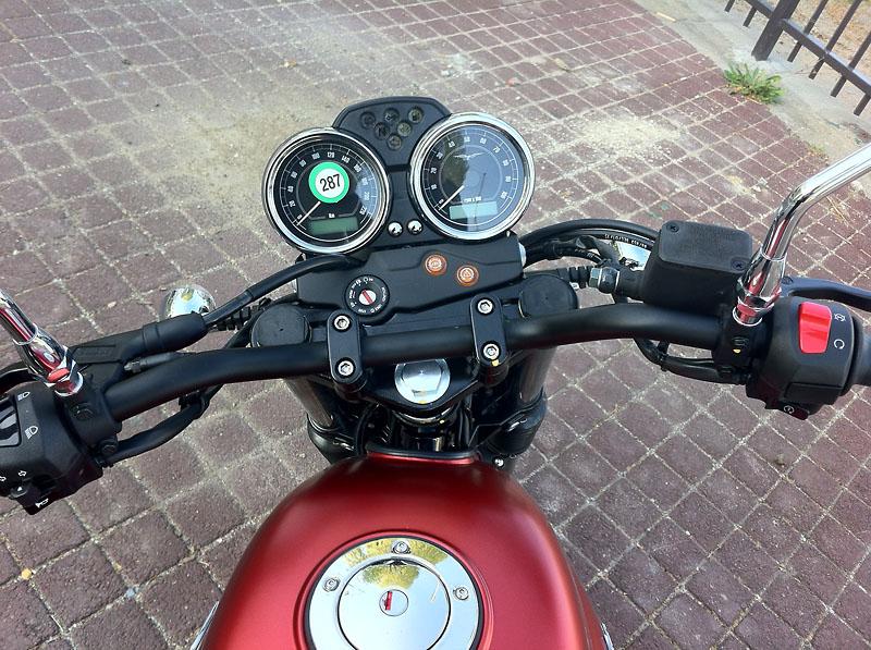 Moto Guzzi V7 II Img_1412