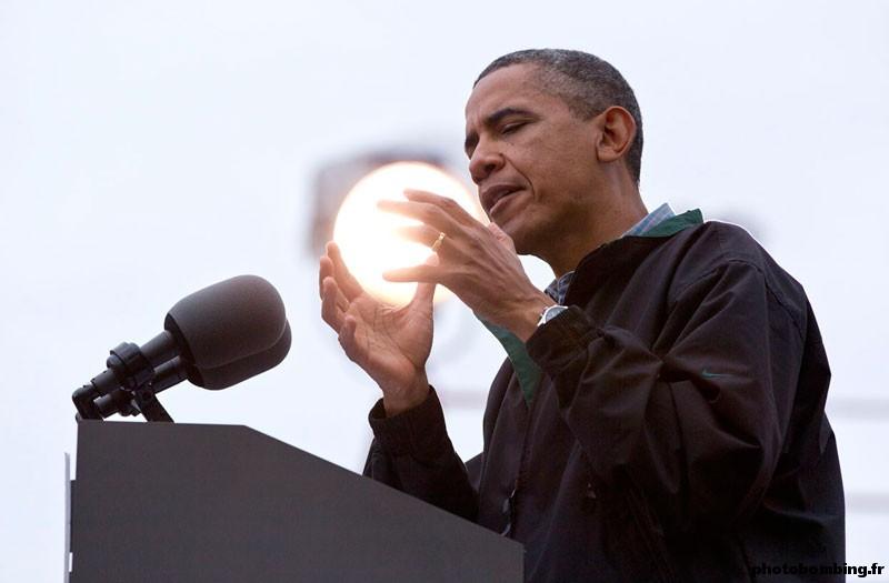 HUMOUR - Photos prises pil poil... Obama-10