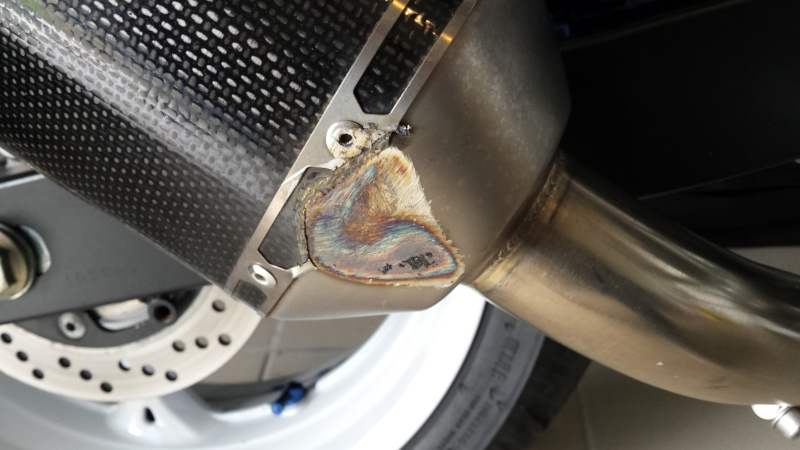 réparation akrapovic carbone  20150311