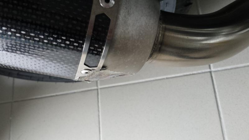 réparation akrapovic carbone  20150312