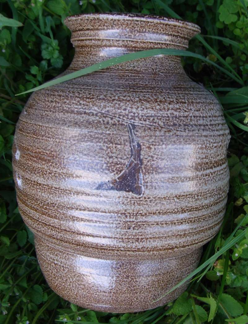 Large salt glazed vase Dsc05413