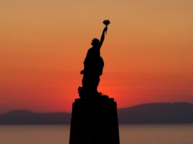 Statue de la Liberté = les répliques découvertes grâce à Google Earth - Page 5 77427010