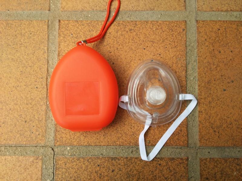 Masque respiration bouche-à-bouche pour l´EDC Dsc_0110