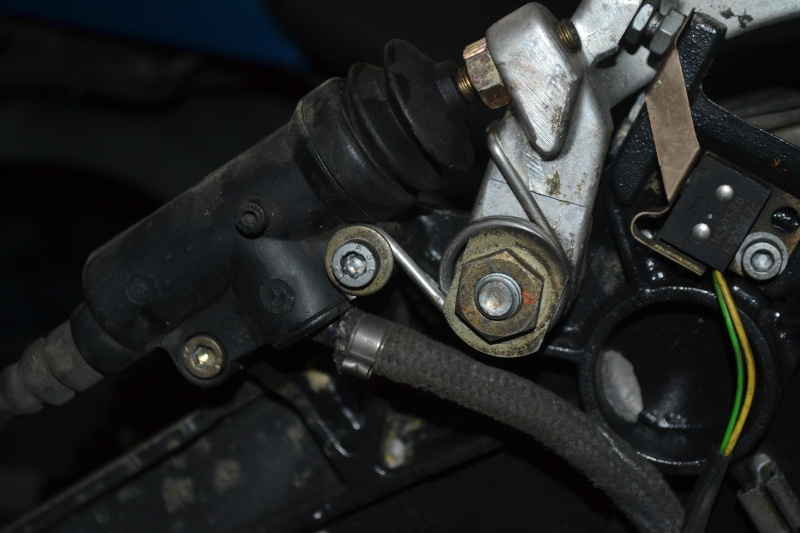 Should the rear brake pedal have a spring?  Dsc_3910