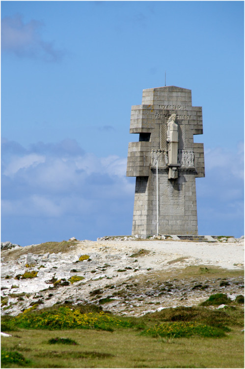 La pointe de Penhir - mémorial de la bataille de l'atlantique . Pointe23