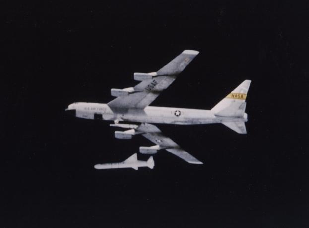 25ème anniversaire du 1er lancement du Pegasus d'Orbital - 5 avril 1990 B-52pe10