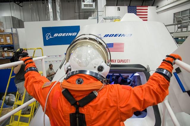 [Capsule Boeing CST-100] Equipage, combinaisons spatiales, nom de la capsule, Missions Cst10010