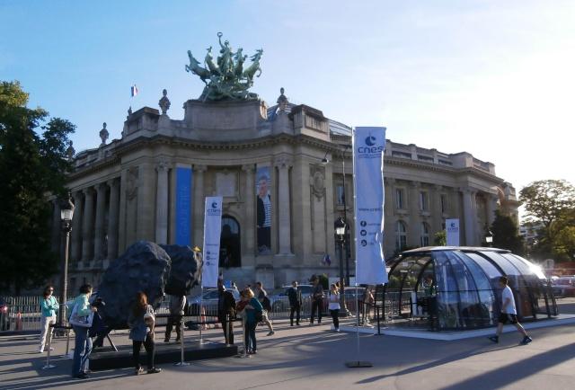 [Exposition] Philae se pose sur les Champs-Elysées / 10 au 25 mai 2015 P5100010