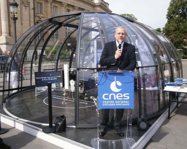 [Exposition] Philae se pose sur les Champs-Elysées / 10 au 25 mai 2015 P5110010