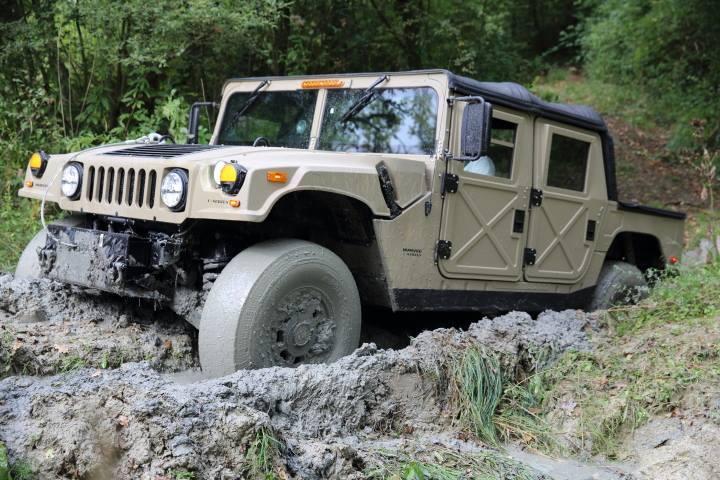 Le nouveau Hummer humvee c series arrive bientôt chez Hummer France  - Page 2 10404210