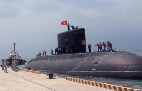 Việt Nam dùng tàu ngầm Kilo như thế nào? Tau-ng10