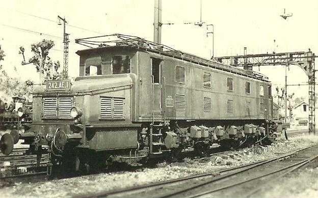 Locomotives 3ème rail Maurienne 242-ae10