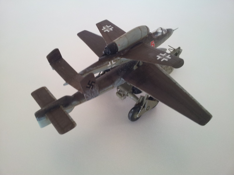 [Revell] Heinkel 162 et charge spéciale 2015-025