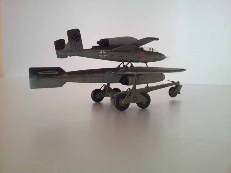 [Revell] Heinkel 162 et charge spéciale 2015-027