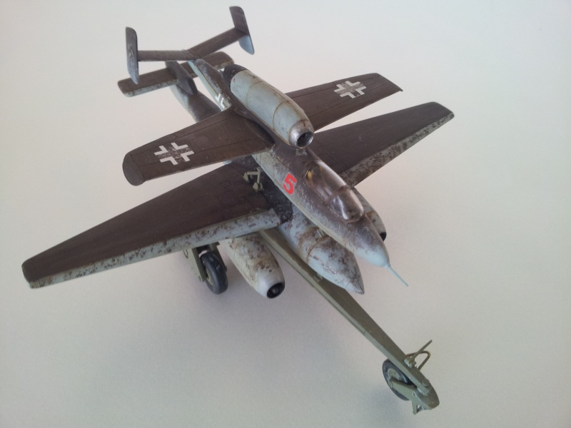 [Revell] Heinkel 162 et charge spéciale 2015-028