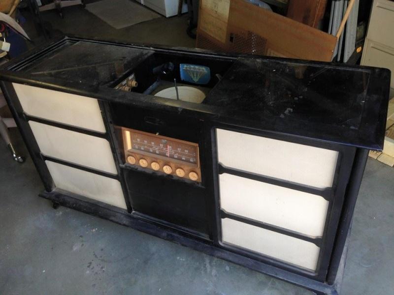 Restoration of a Magnavox Concert Grand model 1ST800F 10411010