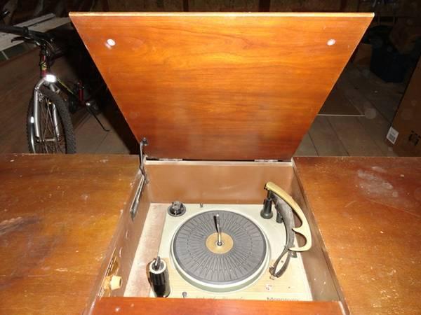 Restoration of a Magnavox Concert Grand model 1ST800F _61_6211
