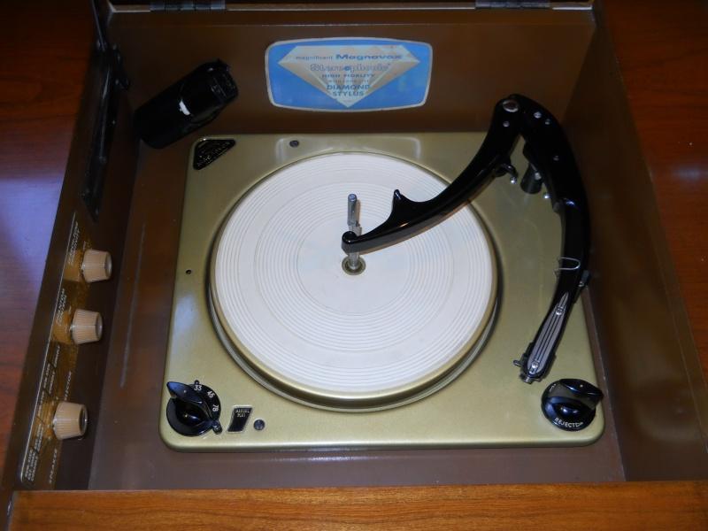 Restoration of a Magnavox Concert Grand model 1ST800F Dscn2610