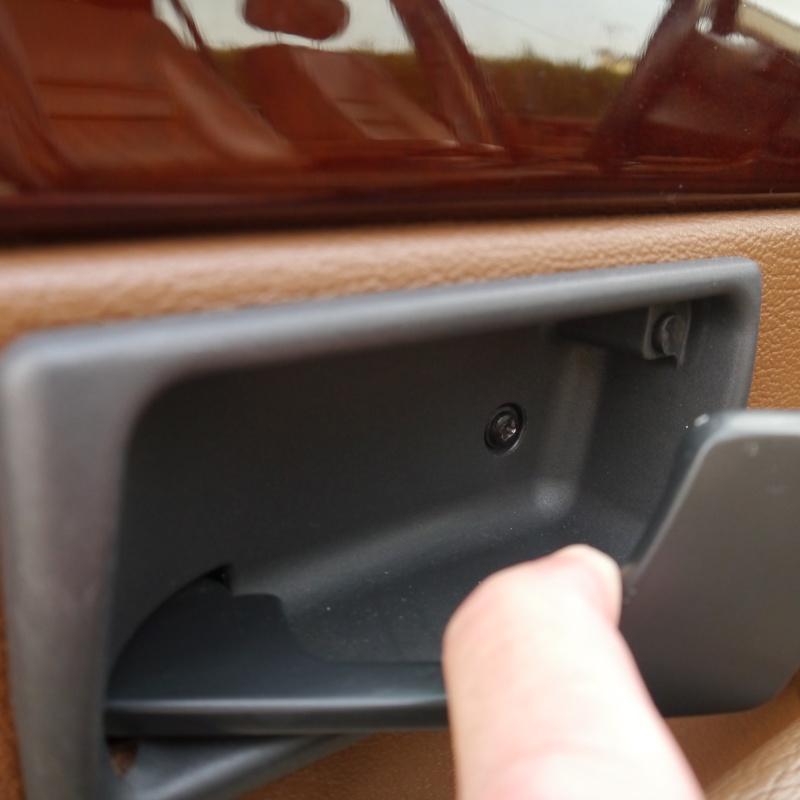 TUTO: Remplacement de la serrure de porte côté chauffeur P1010215