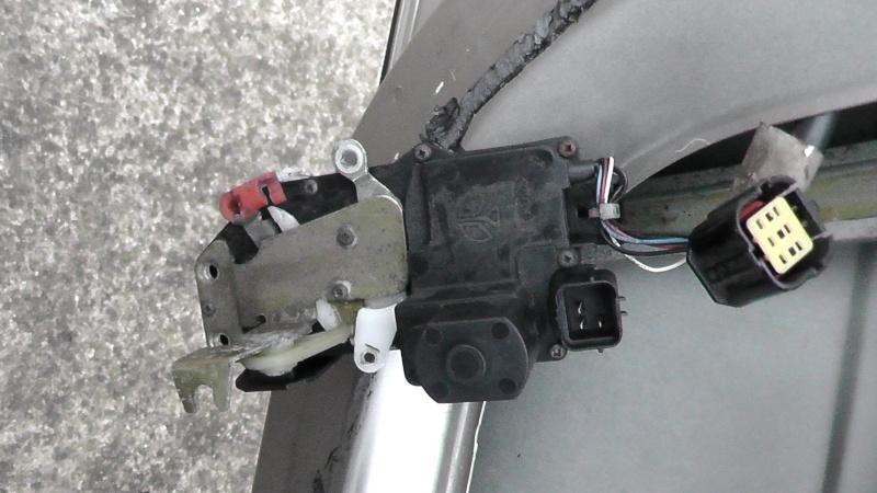 TUTO: Remplacement de la serrure de porte côté chauffeur S1350020