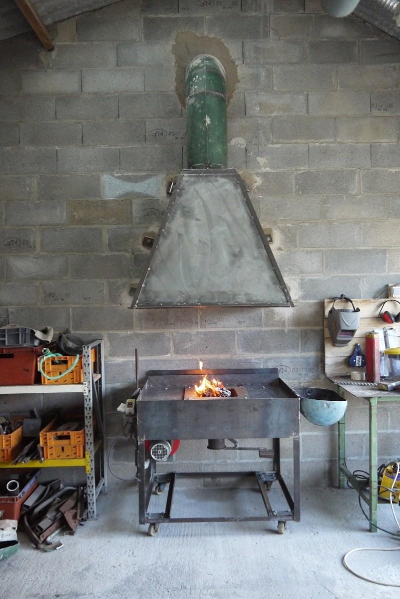 [Construction] Ma forge à charbon - Page 6 P1040819
