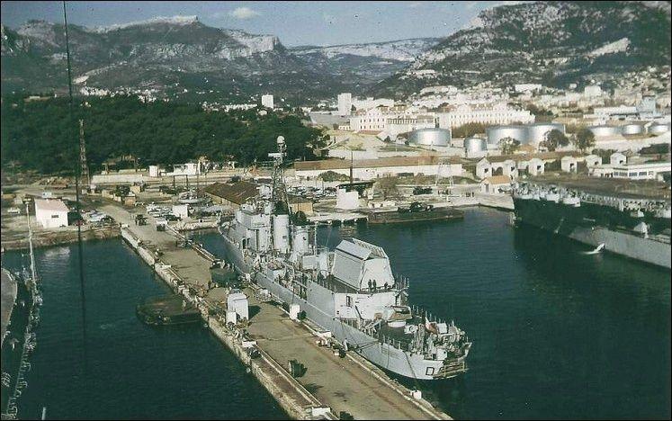 [Autre sujet Marine Nationale] Démantèlement, déconstruction des navires - TOME 2 - Page 2 Captur10