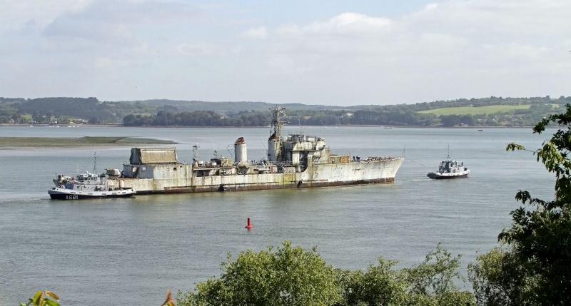 [Autre sujet Marine Nationale] Démantèlement, déconstruction des navires - TOME 2 - Page 2 Q682_e15