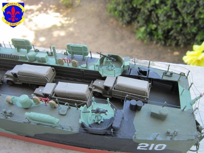 U.S. Navy Landing Ship Médium (Early) au 1/144 de Revell par Pascal 94 - Page 16 Img_4561