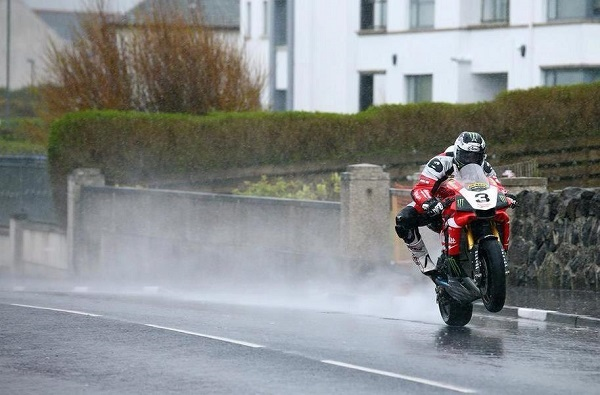 [Road racing] NW 200  2015  - Page 2 Ce4prd10