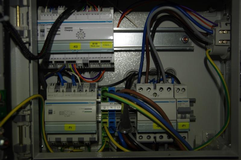 Borne Hager XEV100 branchée en monophasé Xev10010