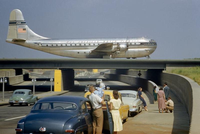 Avions 1950's, futuristes et vaisseaux spaciaux - Vintage Spaceships, Starships and futuristic planes.  10404211