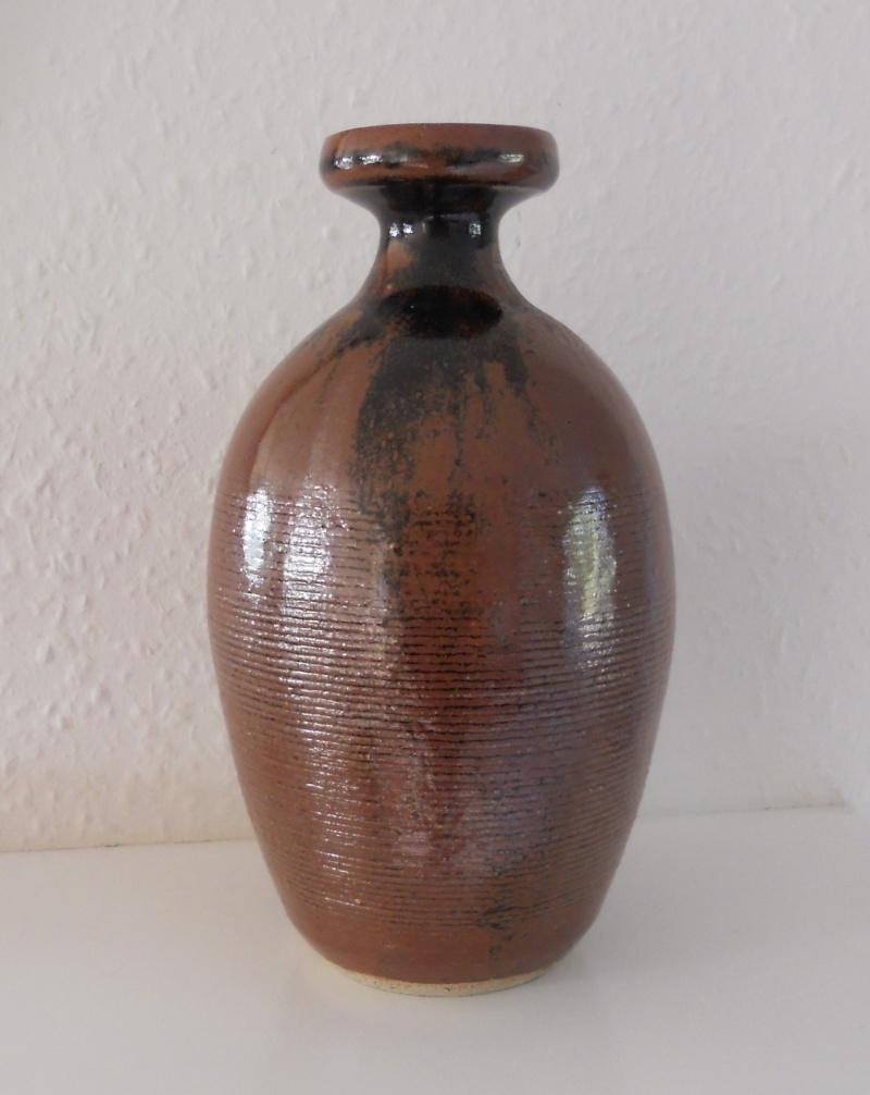 Bottle shaped vase marked JRW Dscn9713