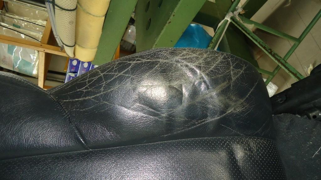 Rapida pulizia sedile in pelle mercedes SLK ormai logoro Dsc04111