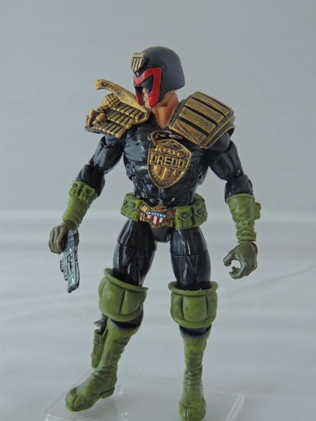 Does anyone else collect judge dredd comic or figures? 49209-10