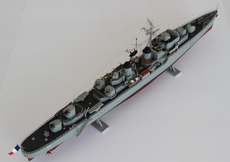 Escorteur Surcouf Heller 1/400 et kit l'arsenal Img_8811
