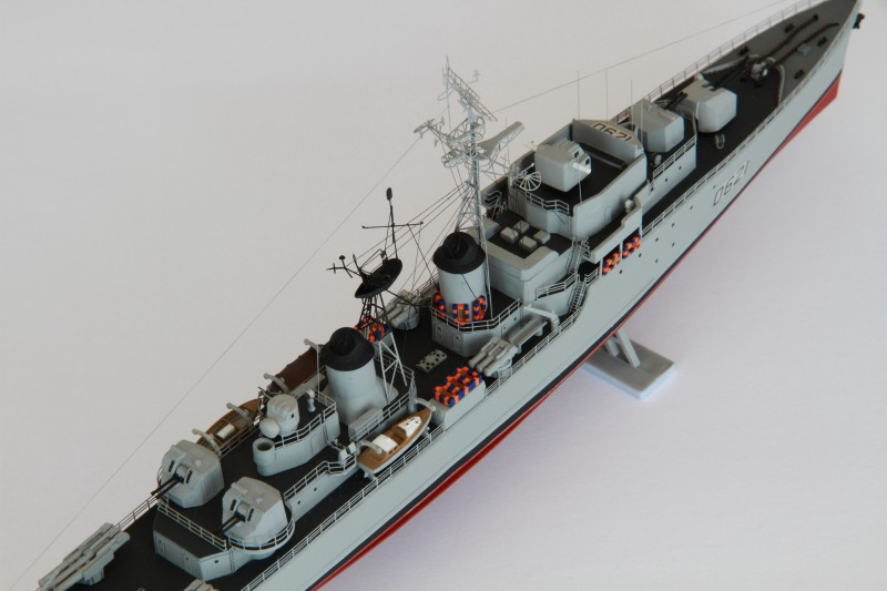 Escorteur Surcouf Heller 1/400 et kit l'arsenal Img_8812