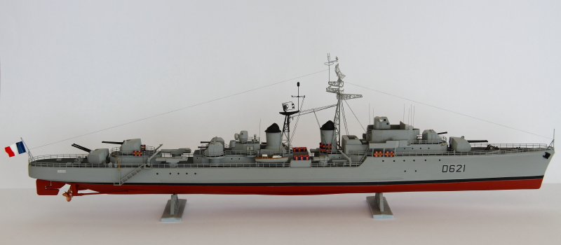 Escorteur Surcouf Heller 1/400 et kit l'arsenal Img_8814