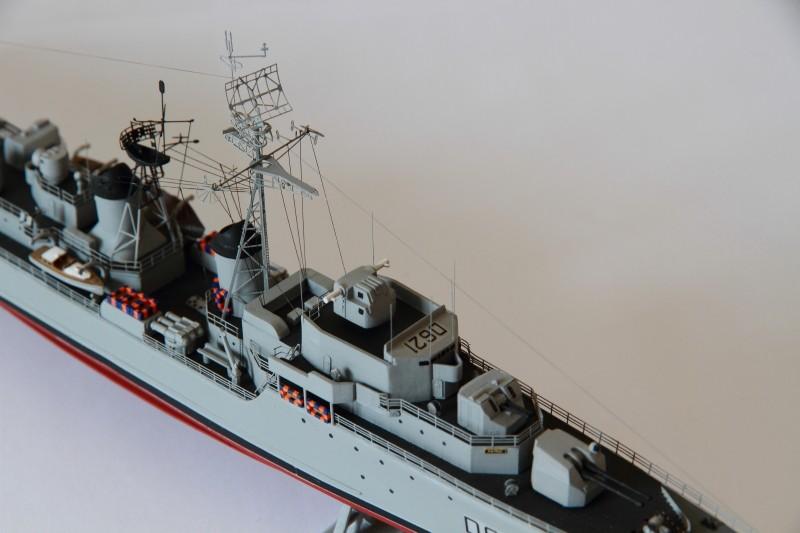 Escorteur Surcouf Heller 1/400 et kit l'arsenal Img_8815
