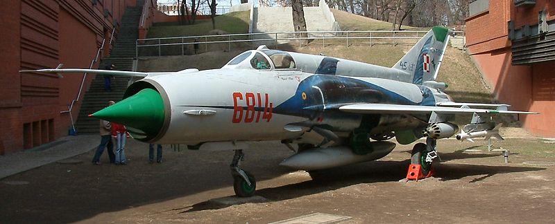 "mikoyan - - Mikoyan-Gourevitch MiG-21 MF ""Polish air force"" au 1/48....l'espadon bleu. 800px-12"