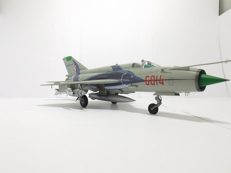 """mikoyan - - Mikoyan-Gourevitch MiG-21 MF """"Polish air force"""" au 1/48....l'espadon bleu. Dscf1347"""