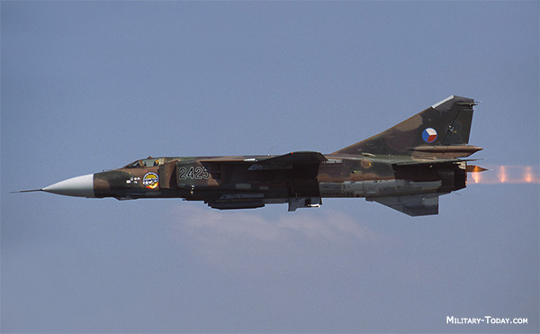 Ouvre boîte Shenyang J-8 II Finback B [Trumpeter 1/48] Mikoya10
