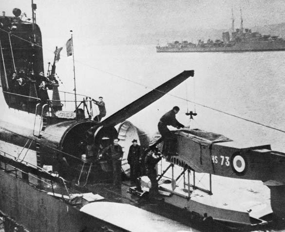 Le sous-marin Surcouf en 1938 . Embarq10