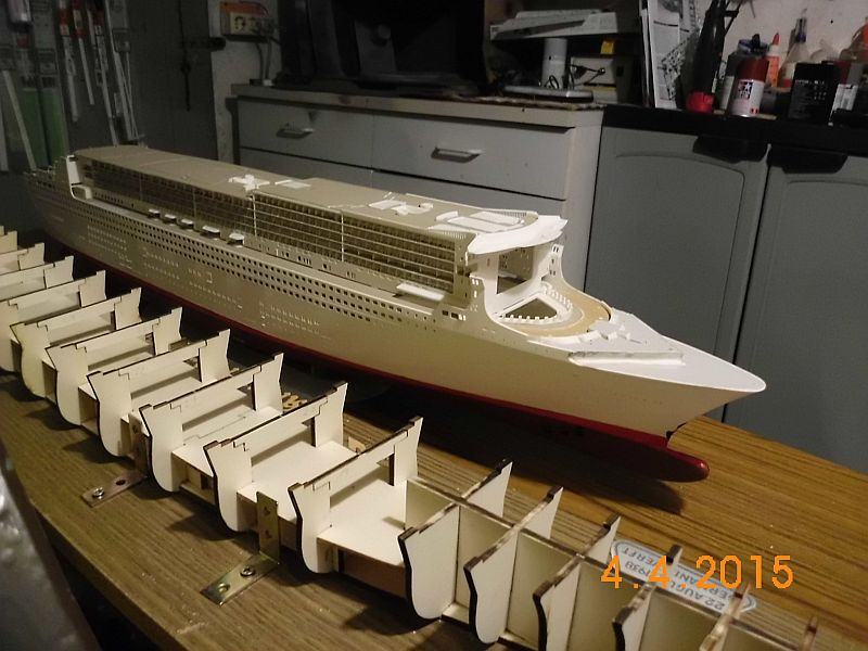 Revell 05223 - Queen Mary 2 1/400 (Weiter-) Baubericht - Fertig 11n10