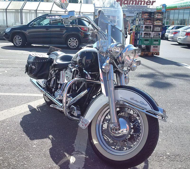 """Harley Davidson Heritage Softail - auf dem Parkplatz """"schnappgeschossen"""" 232"""